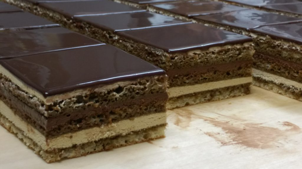 チョコレートケーキ「オペラ・ガルニエ」